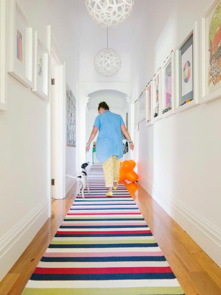 75 ideias de corredores decorados com fotos incr veis Fotos de aticos decorados