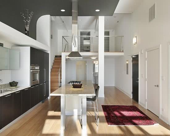 Loft com coifa na cozinha