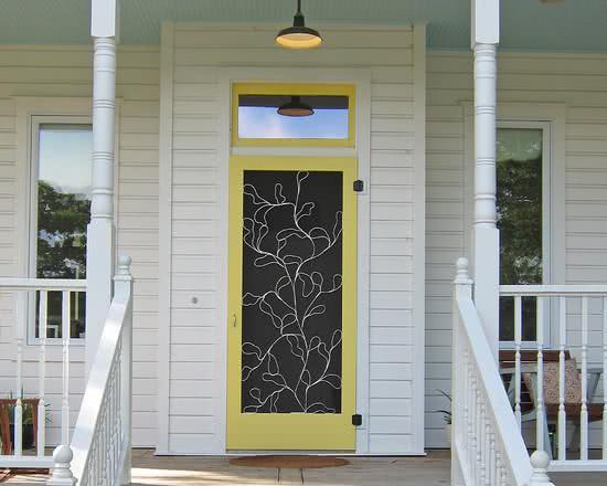 Porta com detalhe colorido em estilo despojado