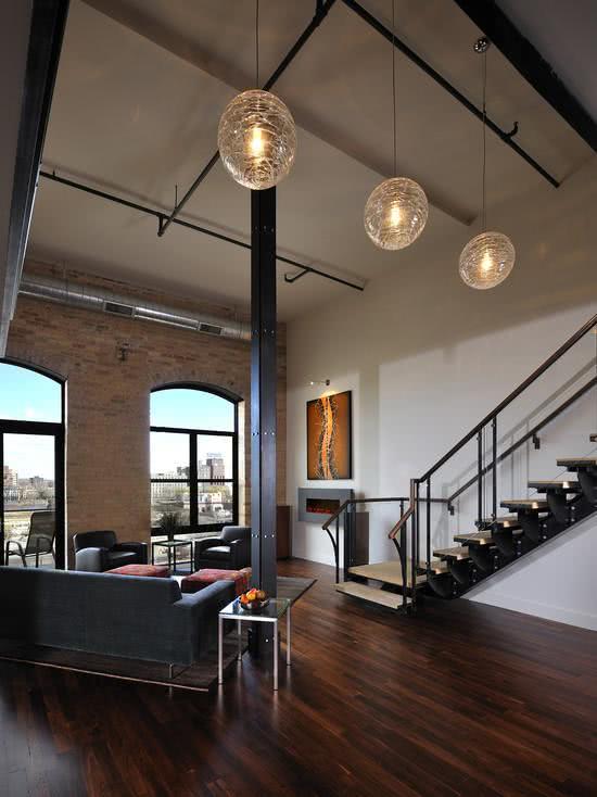 Loft com sala de pé-direito duplo
