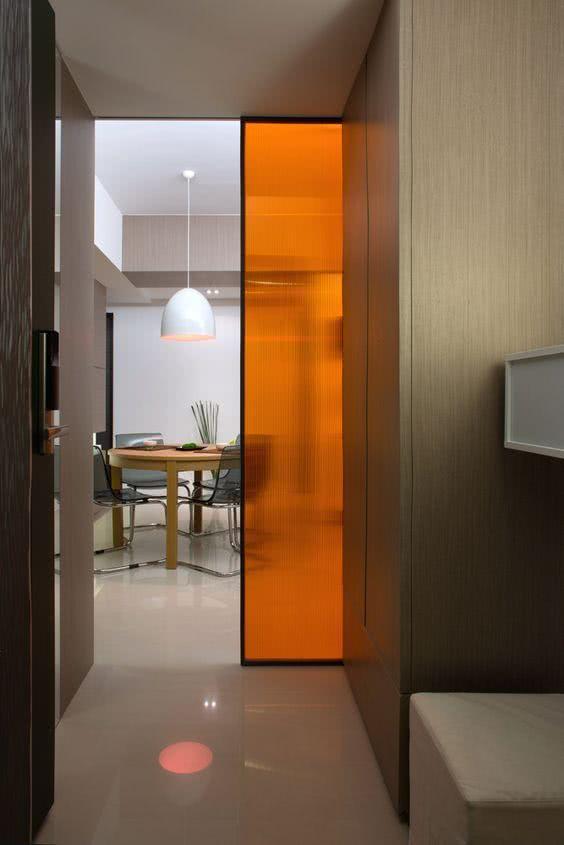 Porta com vidro jateado na cor laranja