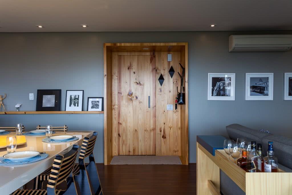As portas podem levar acabamentos que formem um nicho