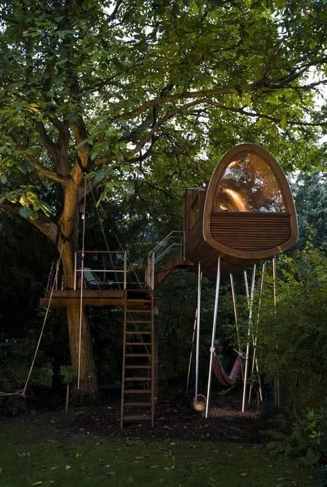 Casa na Arvore com escada marinheiro e área de descanso