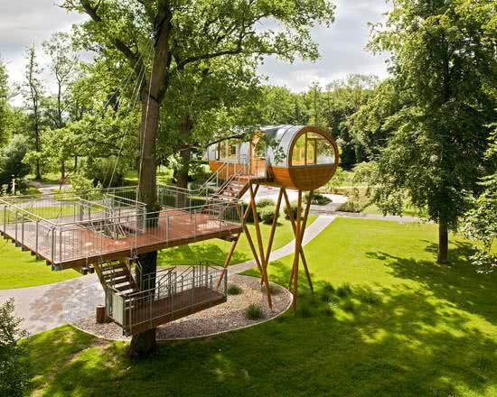 Casa na Arvore moderna com vários níveis