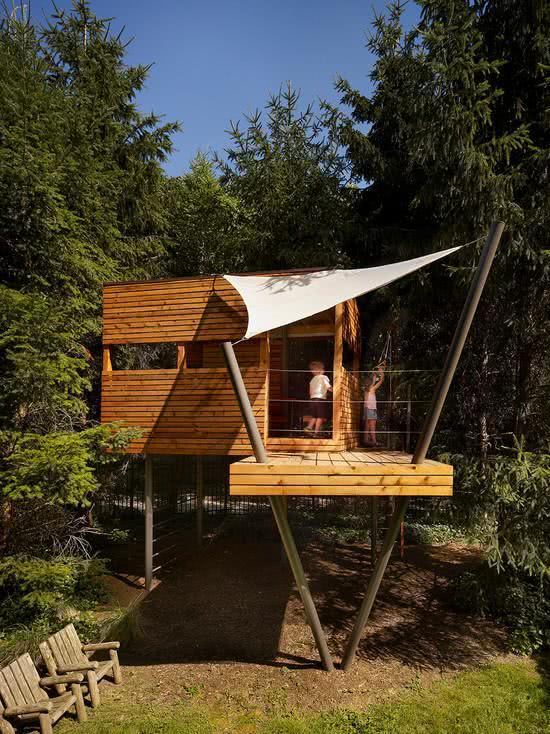 Casa na Arvore com pilar em V e cobertura em tenda