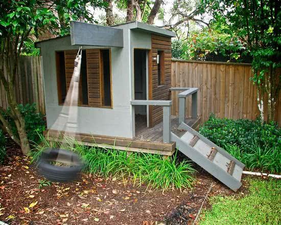 Casa na Arvore cinza com balanço