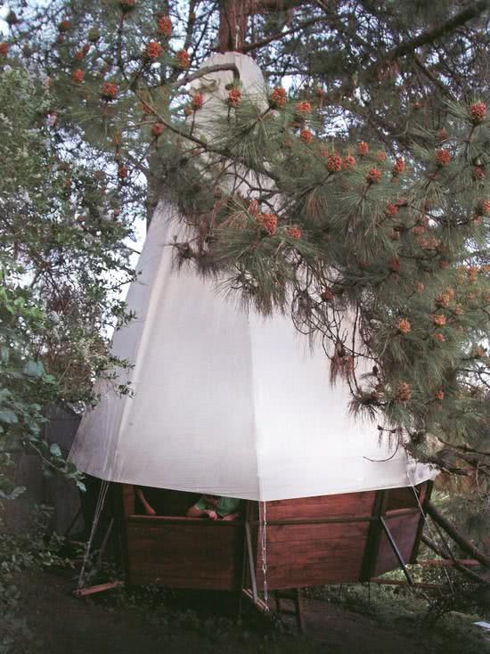 Casa na Arvore com cobertura de tenda