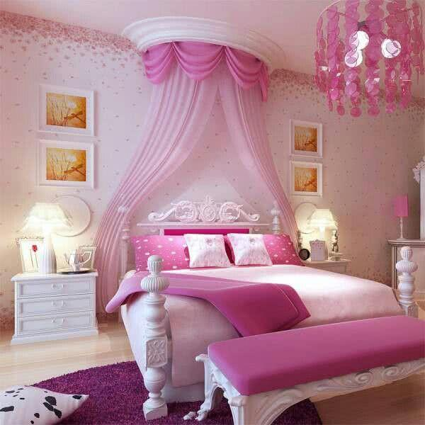 decorado com caracter?sticas bem cl?ssicas de um quarto de princesa ...