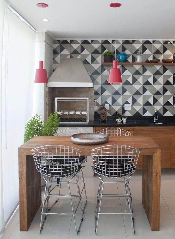 Varanda gourmet com azulejos decorativos