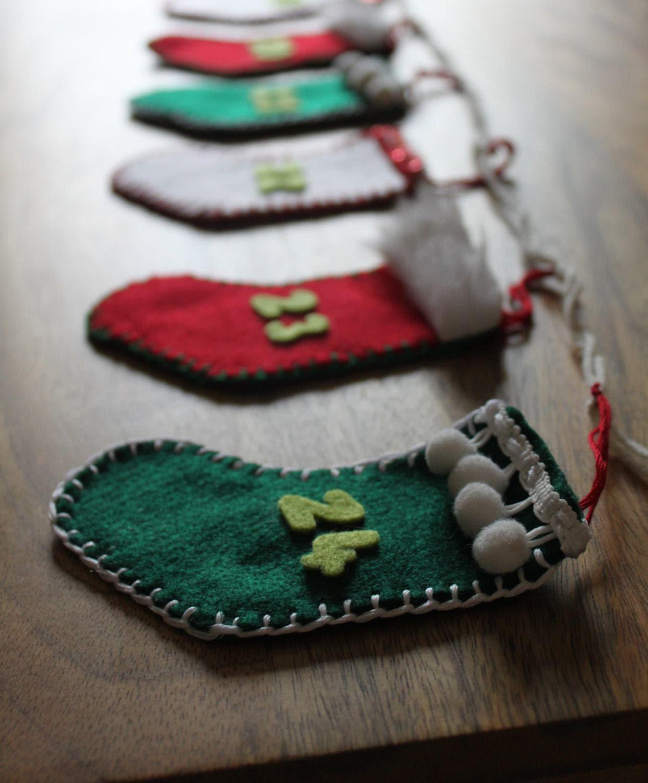Enfeite de bota de Natal em feltro.