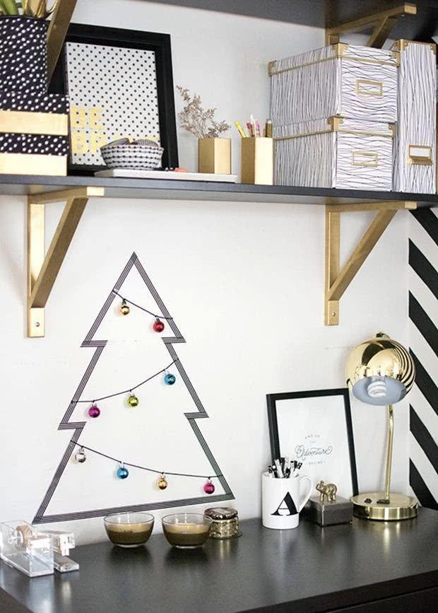 Árvore de Natal para decorar seu home office/escritório.