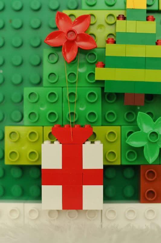Detalhe do enfeite feito de lego