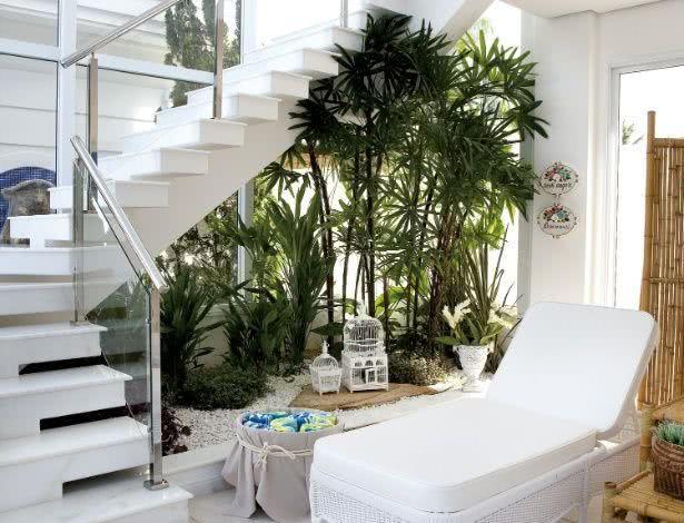 Jardim de inverno abaixo da escada