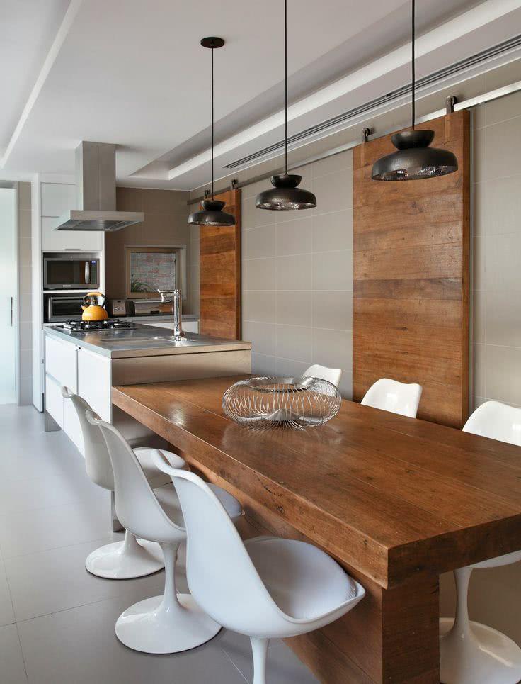 Varanda gourmet cinza com madeira