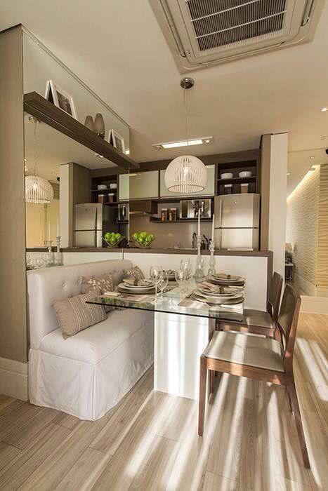 decoracao de apartamentos pequenos sala de jantar : decoracao de apartamentos pequenos sala de jantar:Imagem 34 – Cozinha de madeira integrada a sala de jantar e tv