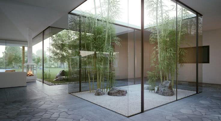 Projeto com jardins centrais simples e minimalistas