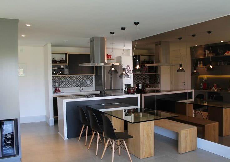 Cozinhas americanas com salas interligadas 85 fotos lindas for Sala de estar grande com escada
