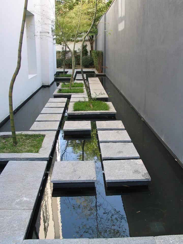 Jardim de inverno com pequeno lago