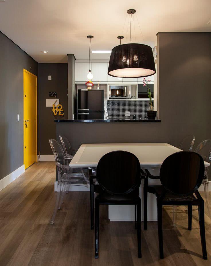 Imagem 09 – Cozinha americana com sala de jantar em tons cinzentos