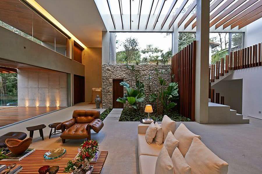 Sala com jardim de inverno