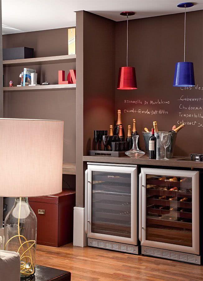 Sala Pequena Com Barzinho Moderno ~ Imagem 13 – Home bar com estilo sofisticado