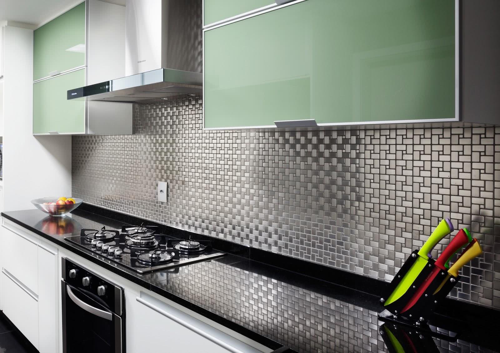 Imagem 31 – Cozinha com pastilhas cinza prateada em formato  #A6BD0E 1600 1131