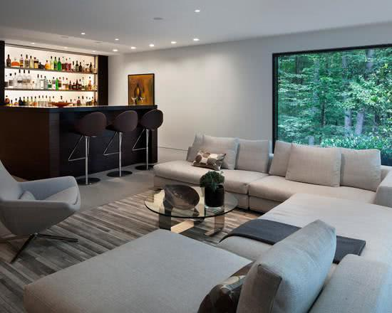 Sala Pequena Com Barzinho Moderno ~ Imagem 42 – Home Bar integrada à sala de estar