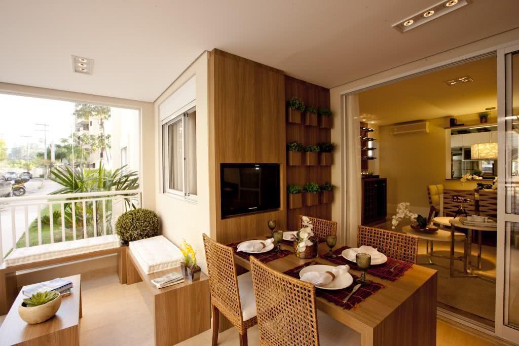 Espaço para refeição com tv embutida