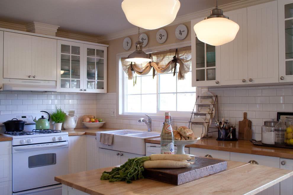 Decoração de cozinha com o estilo acolhedor de uma casa de campo.