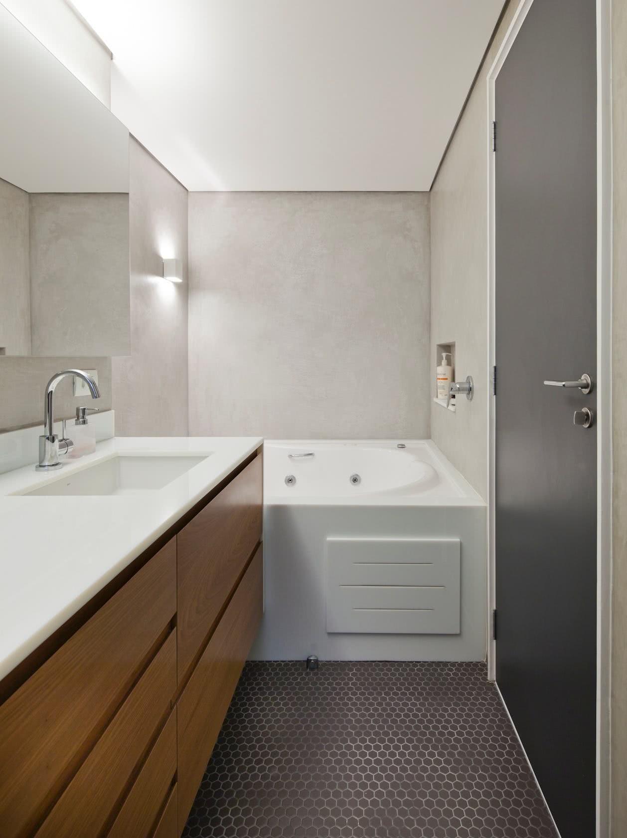 61 – Priorize o espaço do banho com uma área ampla e confortável #5F4329 1258x1680 Banheiro Cimento Queimado E Pastilhas
