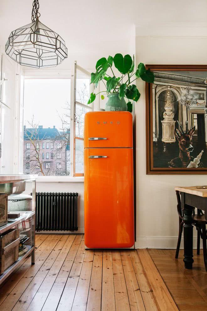 Acrescente a cor com a geladeira colorida