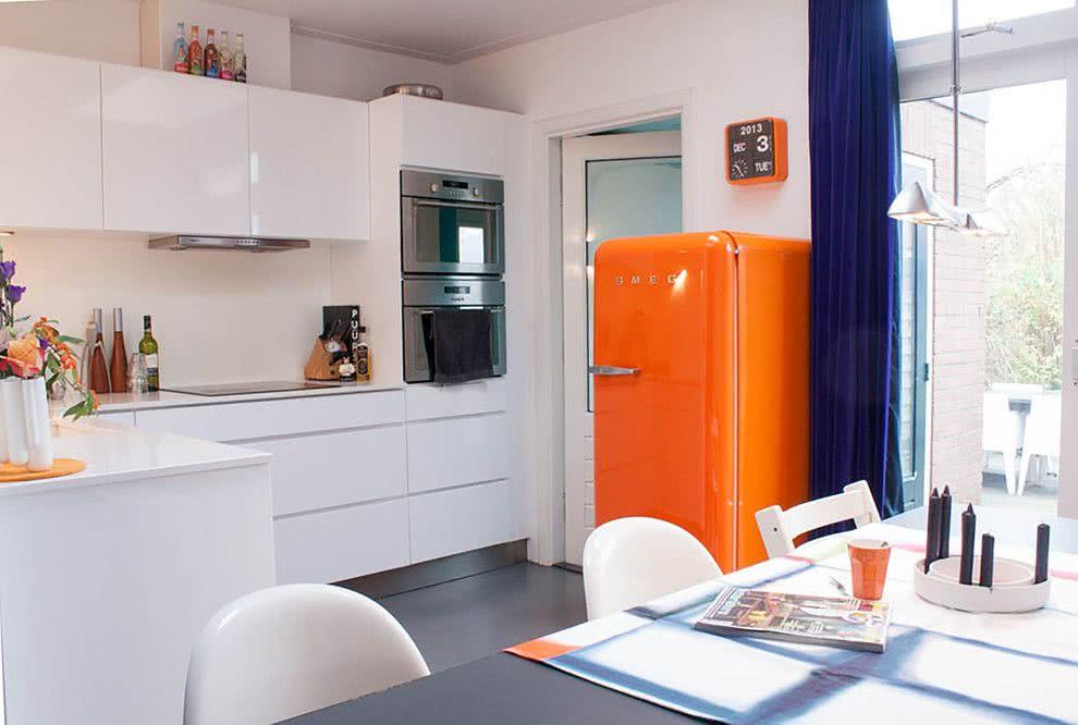 Deixando a cozinha muito mais viva com a geladeira laranja