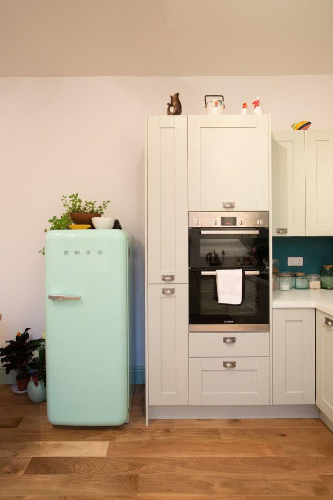 Modelo de geladeira retrô verde