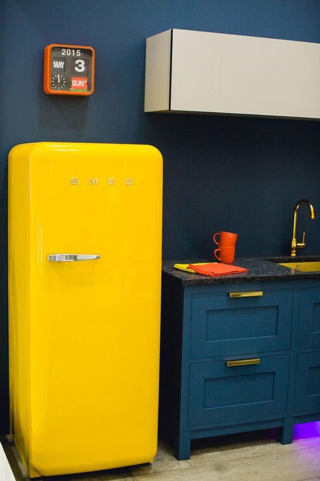 Criando um contraste entre o azul marinho e o amarelo
