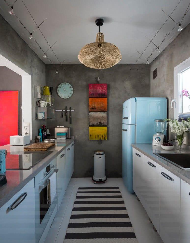 O toque do estilo retrô em uma cozinha com paredes de concreto aparente