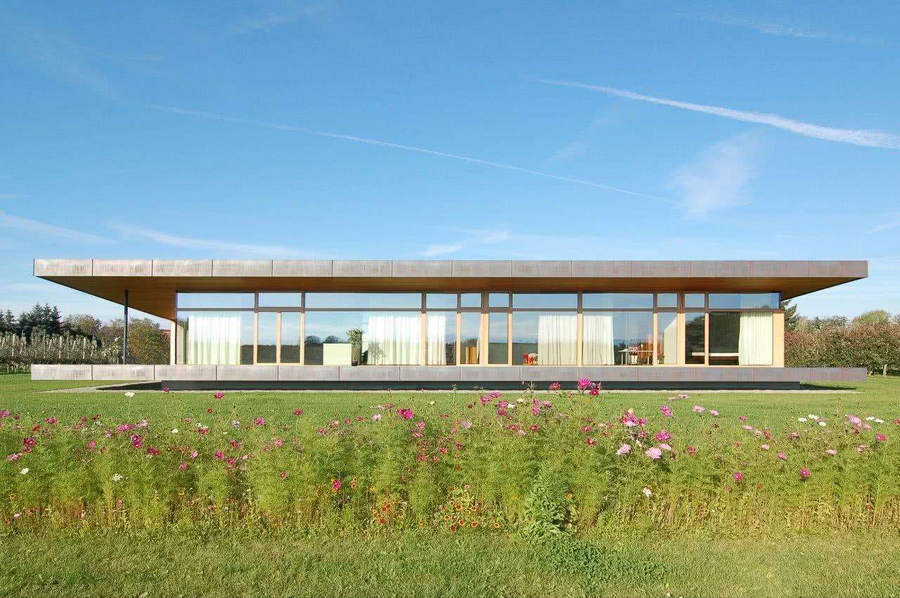 Projeto de casa térrea ampla e moderna.