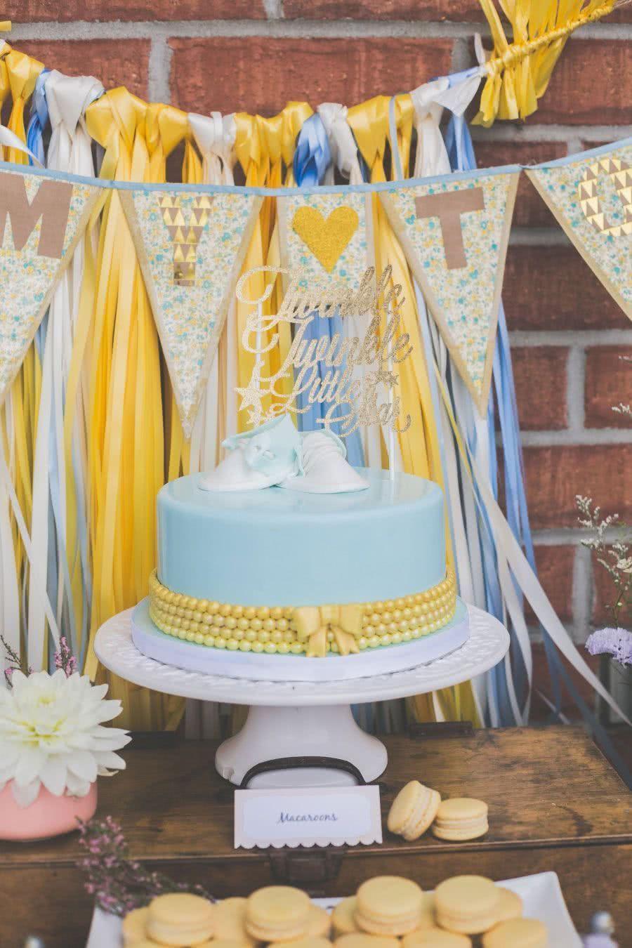 A famosa canção infantil no topo do bolo: brilha, brilha, estrelinha