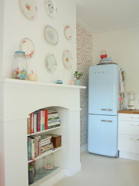Cozinha feminina com geladeira na cor azul bebê