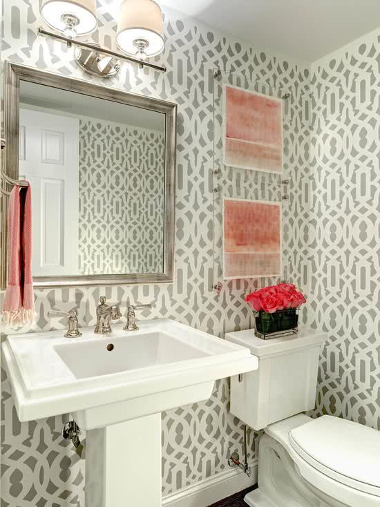 51 Fotos de Papel de Parede para Banheiro na Decoração -> Banheiro Pequeno Decorado Com Papel De Parede