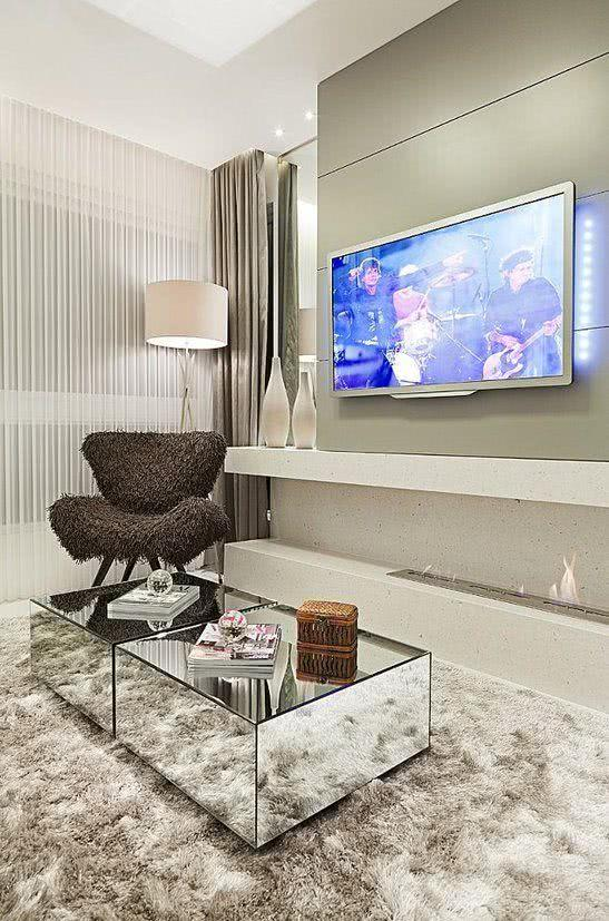 115 salas de tv decoradas com fotos para te inspirar for Mesas para tv modernas