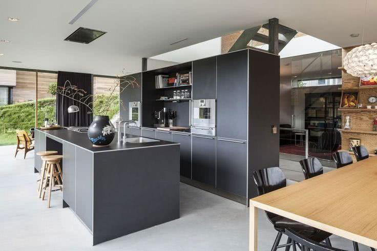 Cozinha americana moderna com cor grafite