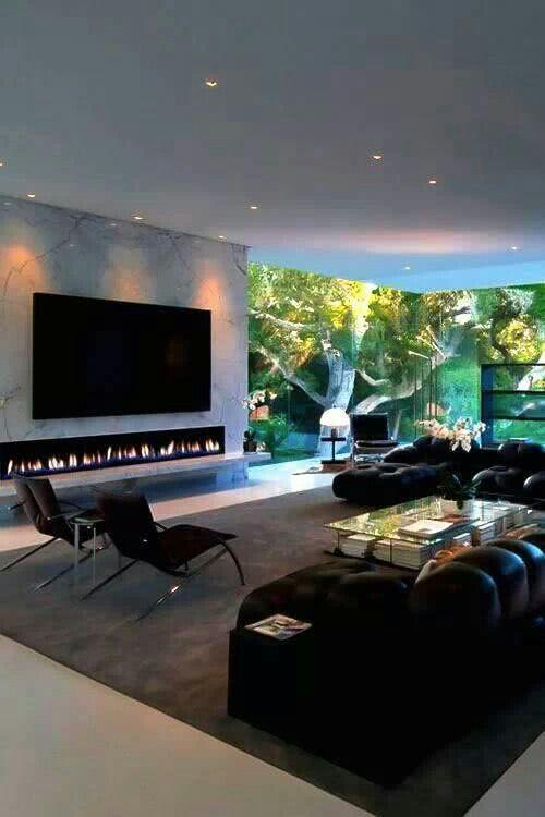 Sala de TV com jardim próximo