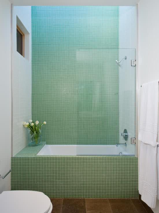 Banheiros com Banheiras 75+ Projetos, Fotos e Ideias! -> Banheiro Pequeno Com Banheira De Alvenaria