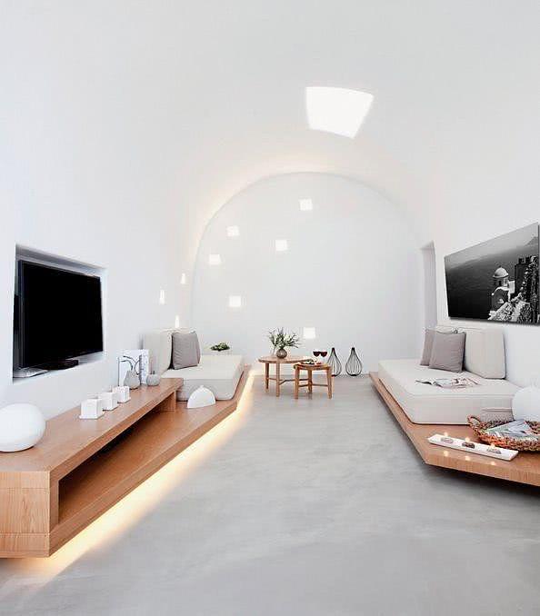 Sala de TV clean com nicho para parede