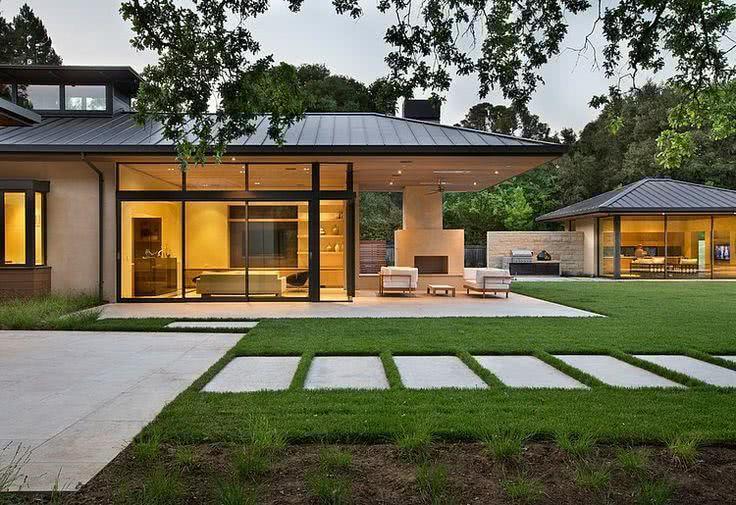 Fachada de casa de campocom estilo moderno