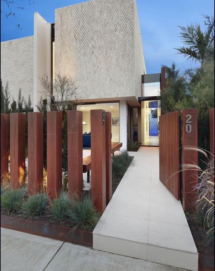 40 fachadas de casas com muros e port es para inspirar for Decorative gravel sydney