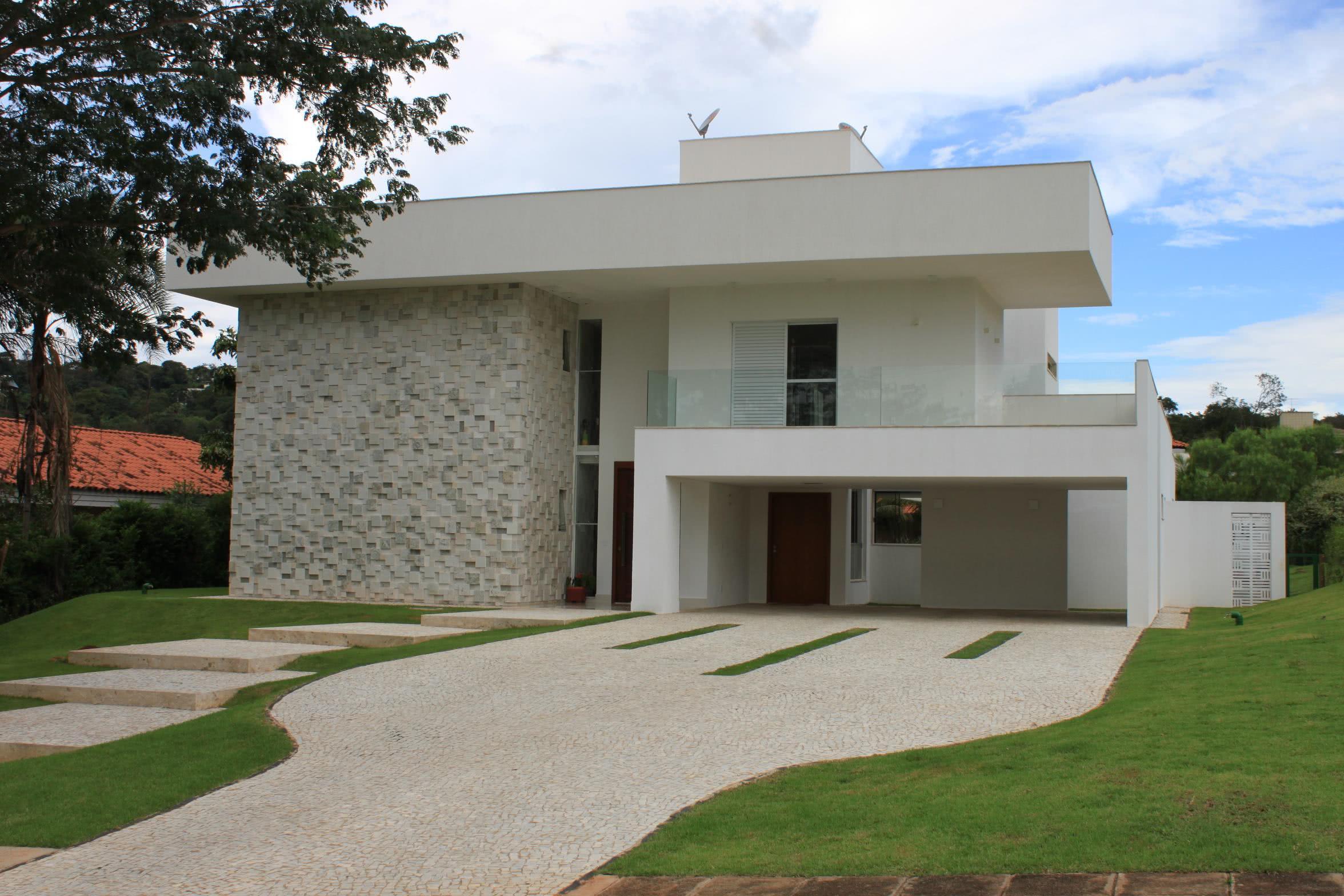 #0D60BE Imagem 20 – Fachada de casa sobrado com brise horizontal metálico 3174 Janelas De Madeira Em Goiania