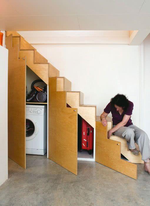 50 ideias de decora o embaixo da escada fotos. Black Bedroom Furniture Sets. Home Design Ideas