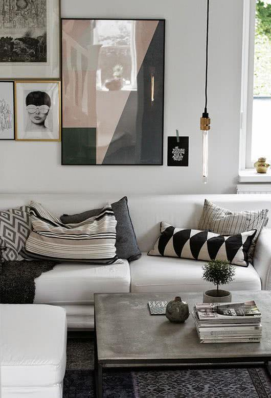 50 fotos de decora o com mesa de centro e lateral for Young couple living room ideas