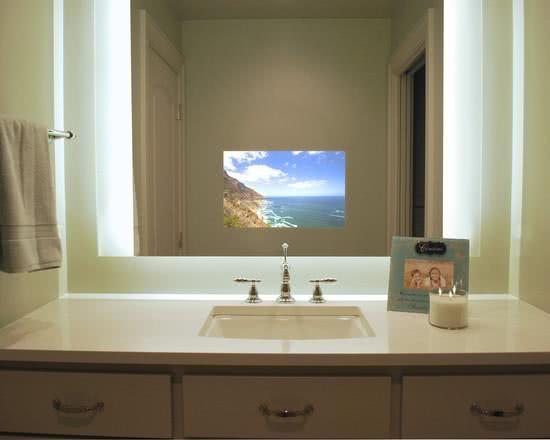 50 TVs Embutidas em Vidros, Espelhos e Portas Decoradas -> Banheiro Com Banheira E Televisao